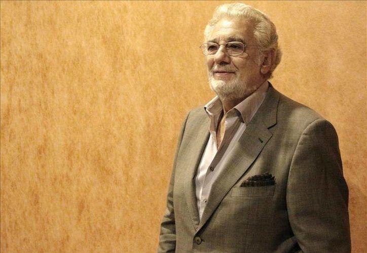 El tenor Placido Domingo aseguró que quiere continuar en activo en activo después de cinco décadas en el escenario. (EFE)