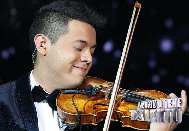 Fernando Badillo resultó el ganador de la segunda edición del concurso de televisión <i>México tiene talento 2015</i>. El violinista recibió de premio un millón de pesos. (Twitter: @MexTieneTalento)
