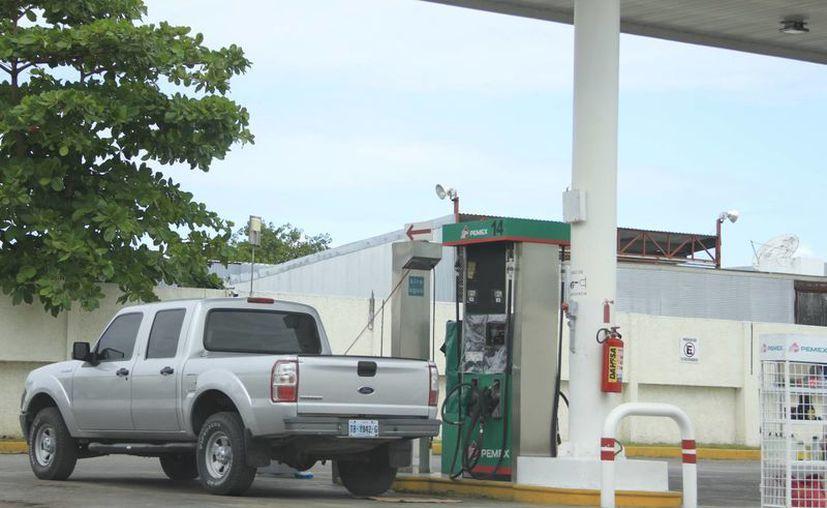 Chetumal promueve que se iguale el precio de la gasolina con los de Belice, con el fin de que no se afecte la economía mexicana. (Harold Alcocer/SIPSE)