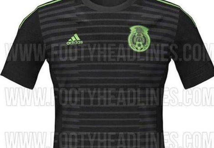 Antes la Selección Mexicana de futbol solo vestía camiseta verde o blanca, pero la negra se ha vuelto moda. Esta es la que posiblemente utilicen en la Copa América de 2015. (Foto tomada de Twitter)