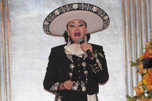 Notas musicales alcanzan en el cielo a Juan Gabriel