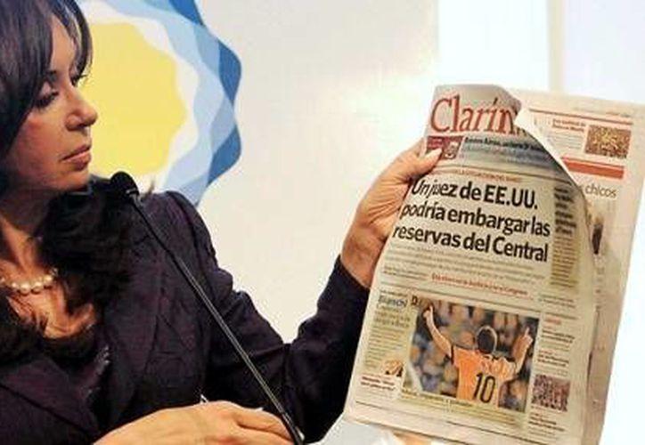 La norma, impulsada por el gobierno de la presidenta Cristina Fernández, tiene el propósito poner límites a la concentración de medio. (Archivo/Reuters)