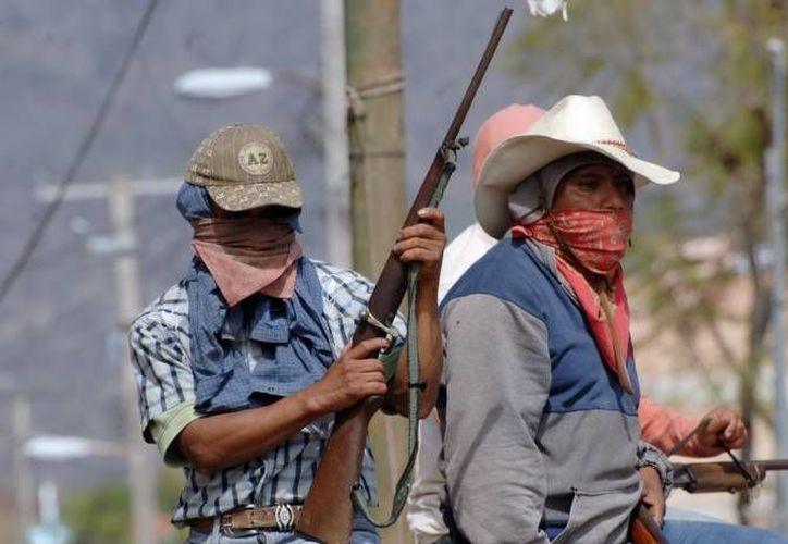 El despliegue de las fuerzas federales únicamente se centrará en la delincuencia y no contra la Upoeg informó el vocero del gobierno de Guerrero. (Milenio)