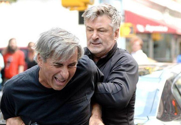 Alec Baldwin ha protagonizado varias agresiones a paparazzis que ha sorprendido tomándole fotos a él y a su familia. (Foto de contexto/REX/Startraks)