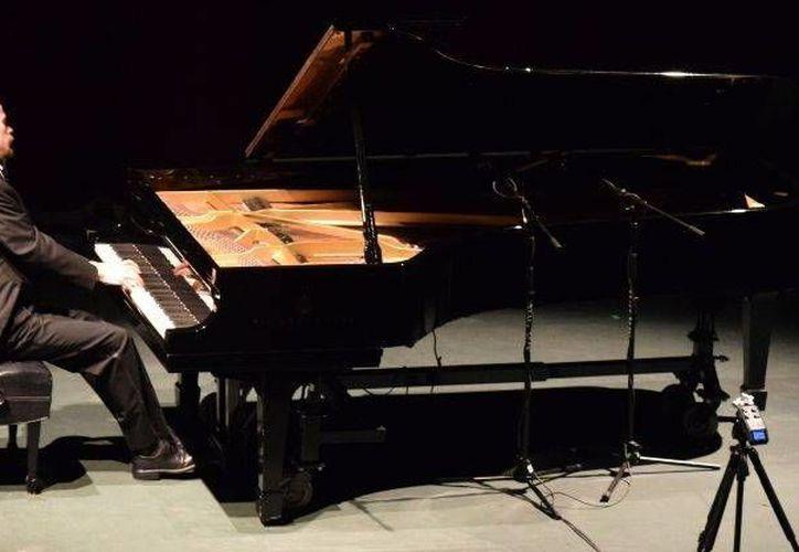 """El concierto de piano del yucateco Gavin Gamboa, quien se ha presentado en salas de Nueva York, Washington y Londres, tendrá lugar este domingo 27 de noviembre a las 19:00 horas en el Teatro """"José Peón Contreras"""". La entrada es libre. (SIPSE)"""