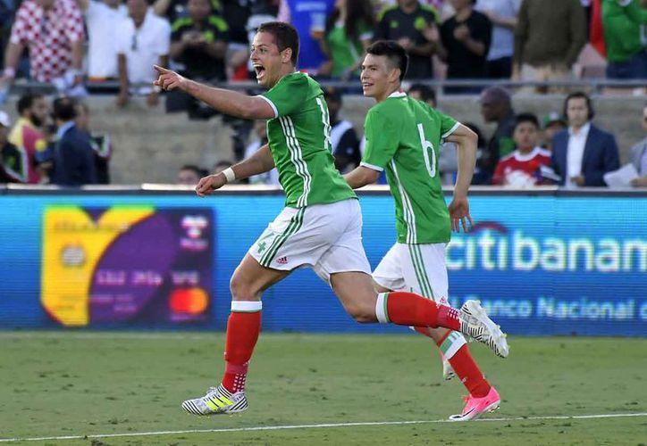 Javier Hernández rebasó a Jared Borgetti, como máximo anotador histórico de la Selección Mexicana. (Foto: AP)