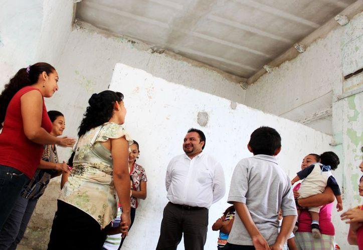 Panchito Torres conoció las carencias de la familia Can Rojas en una caminata por el rumbo de Cruz de Gálvez. (Cortesía)