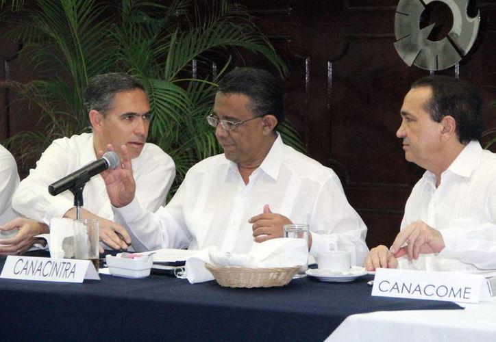 El Secretario de Finanzas se reunió con dirigentes empresariales. (SIPSE)