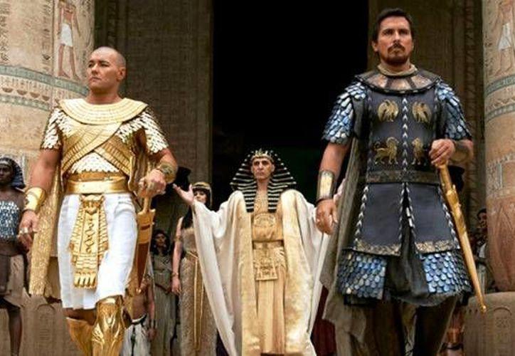 Exodus gira en torno a la vida del profeta Moisés desde su nacimiento y recrea la historia de la liberación del pueblo hebreo en el Antiguo Egipto. (latercera.com)