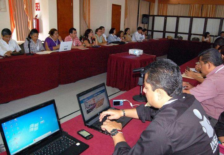 Funcionarios del INEA diseñan estrategias contra analfabetismo. (Milenio Novedades)