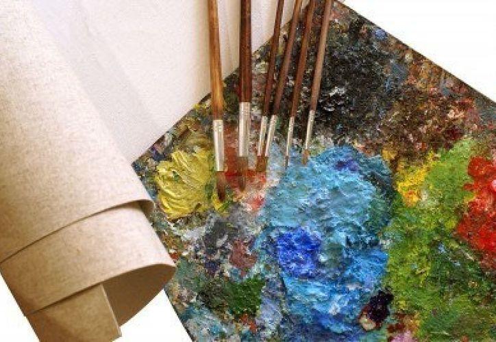 El pintor bacalarense Joseas Montalvo Yam declaró que muchas veces la gente prefiere comprar cuadros prefabricados y réplicas de originales que comprar obras auténticas. (Redacción/SIPSE)
