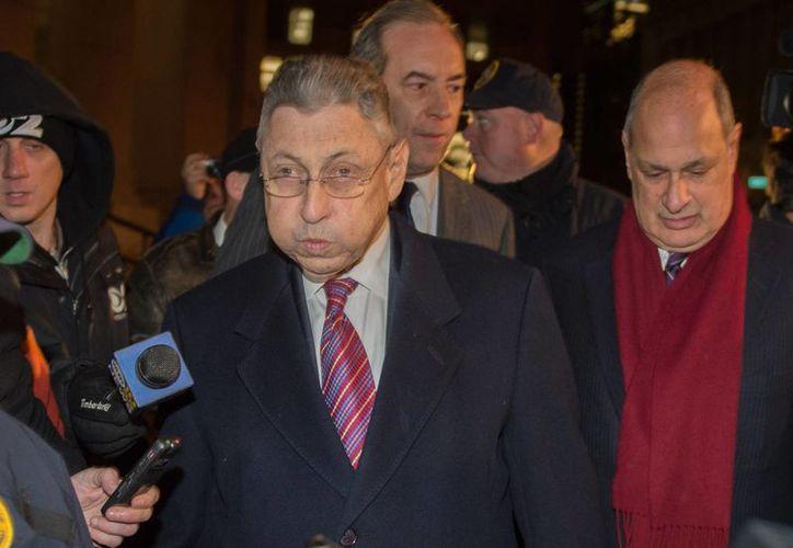 Sheldon Silver, otrora presidente de la Asamblea de Nueva York, es acusado también por fraude postal, extorsión y lavado de dinero. (AP)