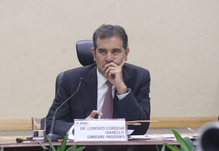Lorenzo Córdova fue electo presidente del INE en abril del 2014 y tendría que concluir su sugestión en 2023, después de las elecciones intermedias de 2021 con las que se renovará a la Cámara de Diputados. (Agencia Reforma)