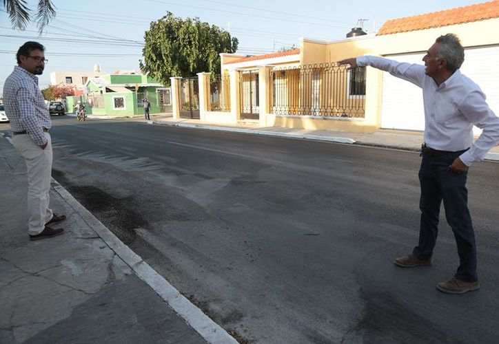 Directores de dependencias municipales han visitado las calles dañadas. (Facebook/ AyuntaMÉRIDA)