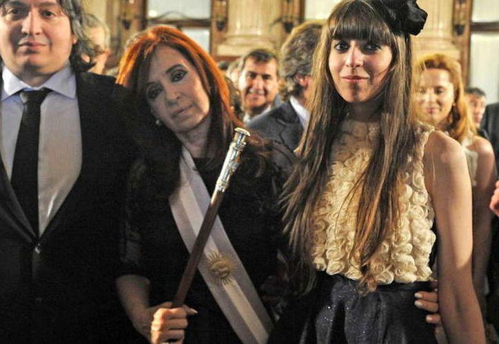 Cristina Kirchner y sus hijos Máximo y Florencia procesados. (Foto: El Clarín)