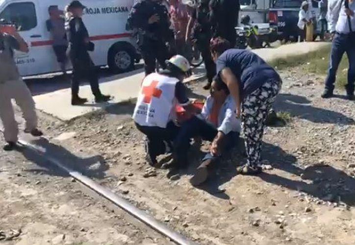 Oscar comentó que al cruzar la vía no escuchó el pitido del tren. (Foto: El Debate)