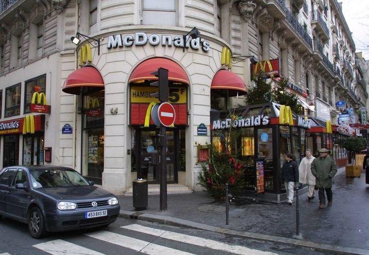 Tras la nota difundida donde se acusa a McDonald´s de prohibir que se regale comida a indigentes, diversos políticos franceses amenazaron con llevar a la firma ante los tribunales. (Foto de contexto/ kwiknews.my)
