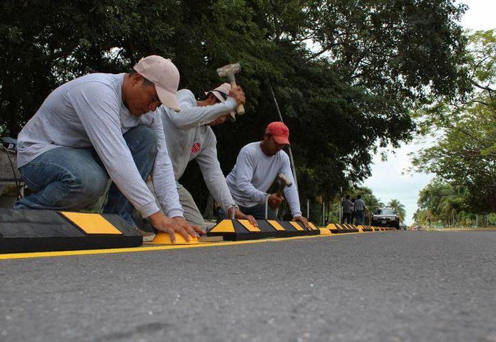 La ciclopista que se construye en el bulevar de Chetumal es parte de un plan maestro que abarca otras obras. (Ángel Castilla/SIPSE)
