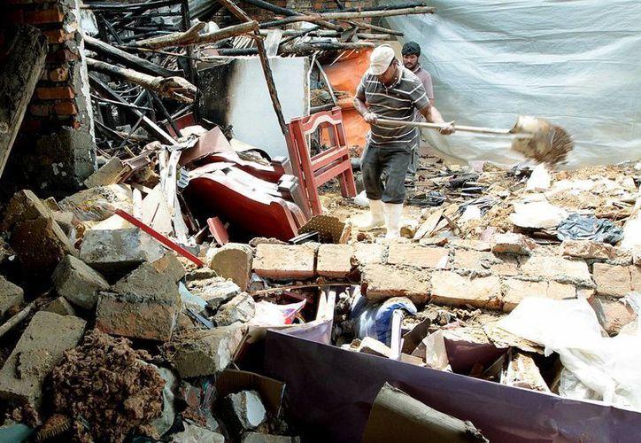 Imagen de un aspecto del ataque con explosivos de las Fuerzas Armadas Revolucionarias de Colombia (FARC) contra civiles. (EFE)