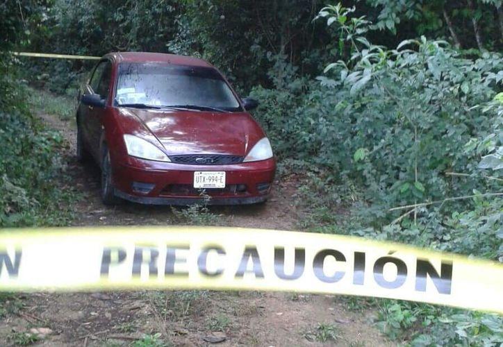 Policías encontraron el vehículo en el que habrían huido los responsables, a unos metros de Chunhuhub. (Foto: Redacción/SIPSE)