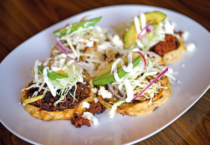 ¿quieres hacer unos 'antojitos' clásicos mexicanos? Intenta con esta receta de sopes. (Foto: Contexto/Internet)