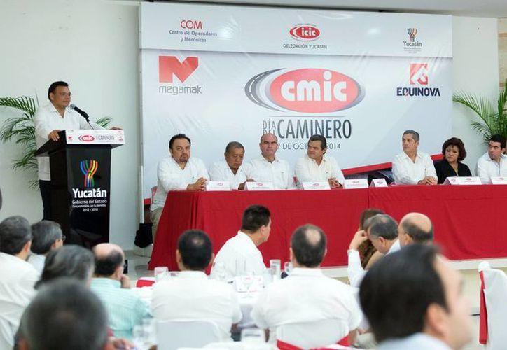 El Gobernador de Yucatán dijo que los trabajadores camineros son parte fundamental para el progreso social de la entidad. (SIPSE)