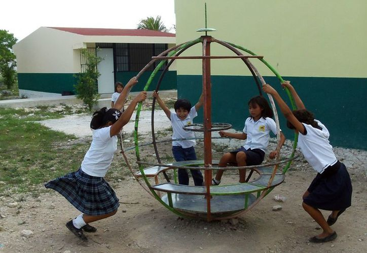 Los niños deben de saber que tienen derecho a la salud y educación. (Milenio Novedades)
