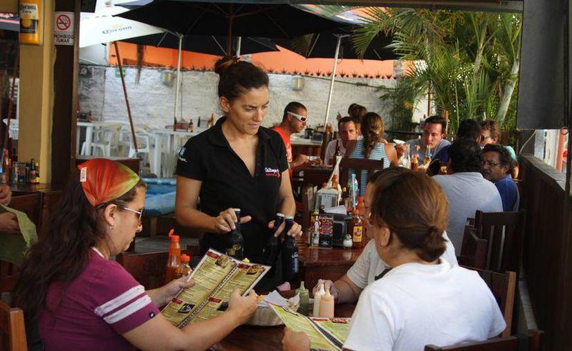 Los restauranteros esperan tener buenas ganancias durante la celebración de las posadas y preposadas. (Octavio Martínez/SIPSE)