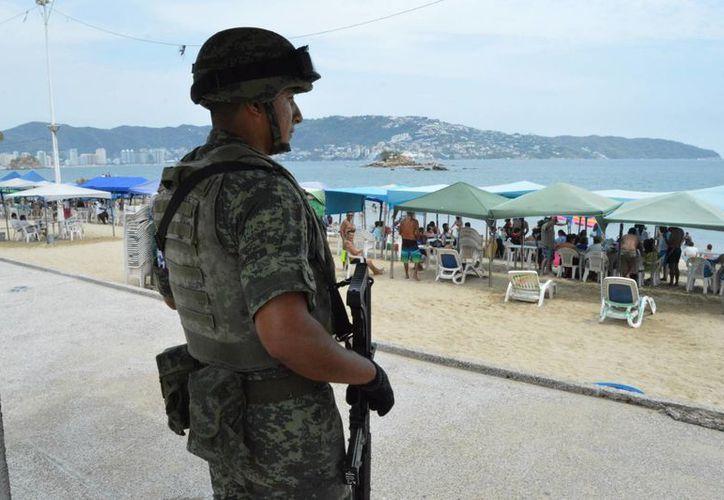 El 40 por ciento de los encuestados consideran que el Ejército mexicano debe encabezar la lucha contra los grupos delictivos. (Archivo/Notimex)