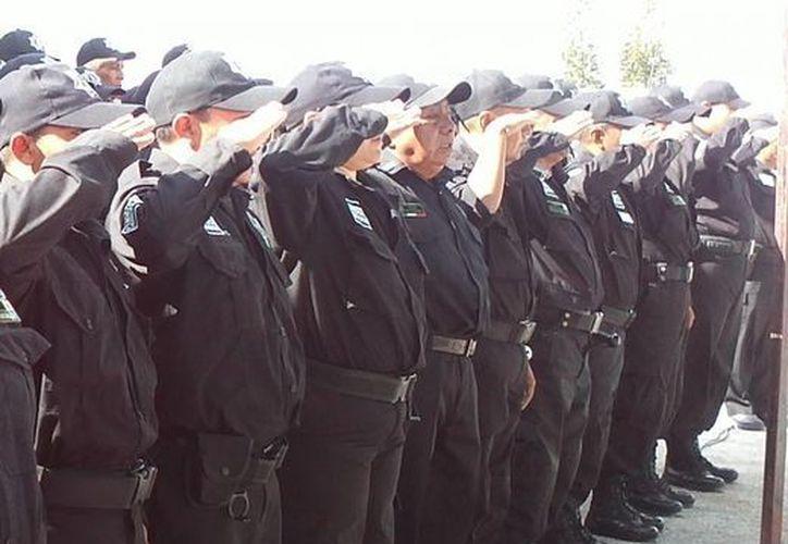 Hasta el momento 50 postulantes han respondido a la convocatoria para captar nuevos policías, informó el comandante Carlos Eduardo Flores. (Manuel Pool/SIPSE)