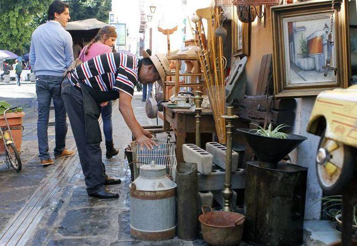 En la imagen, un ambulante en el centro histórico de Puebla. Ahora estas personas ya podrá acceder a los créditos de Infonavit para adquirir casa. (Notimex)