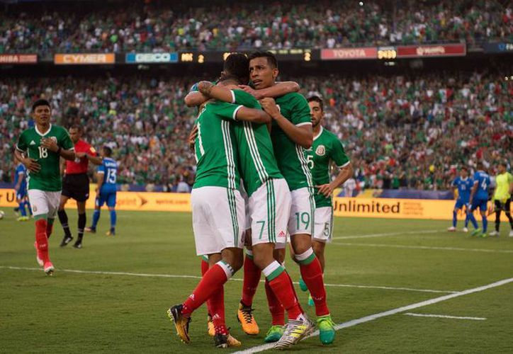 Con este triunfo, México alcanza las tres unidades para ocupar el primer sitio del Grupo C. (mexsport)