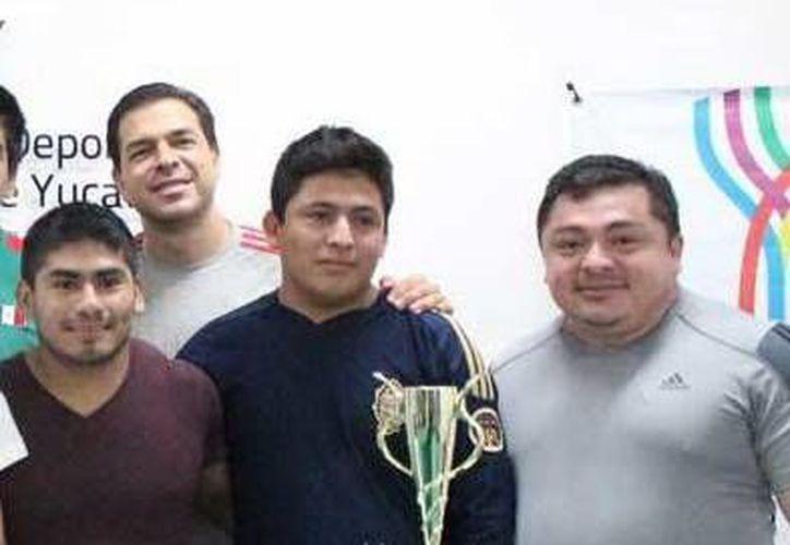 De las nueve medallas de oro conseguidas por Yucatán, tres las ganó Lino Montes y otras tres Viviana Muñoz. (Milenio Novedades)
