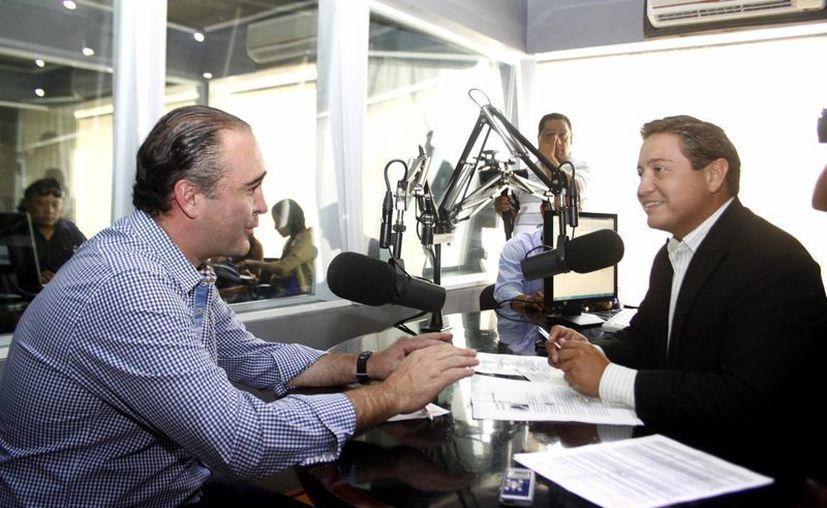 El diputado Luis Alberto Villarreal y el periodista Antonio García. (Christian Ayala/SIPSE)