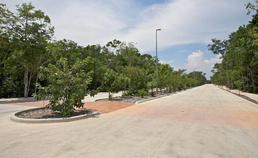 Los desarrollos como Be Towers y Aldea Zamá fueron presentados en una feria inmobiliaria. (Israel Leal/SIPSE)