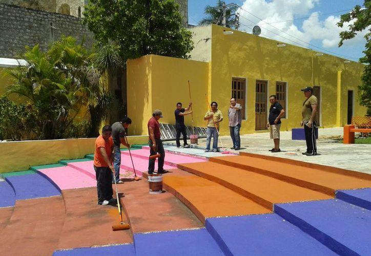 Trabajos de mantenimiento de la Sedeculta en el barrio de la Mejorada. (Milenio Novedades)