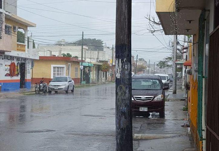 Ayer, la lluvia sorprendió a los yucatecos, debido al predominio de un sistema de alta presión sobre la región. (SIPSE)
