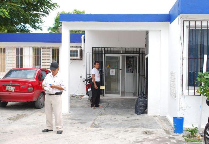 Las personas pueden acudir a las oficinas de la Cofepris, ubicadas en la Supermanzana 63, a denunciar la comercialización de alimentos en mal estado. (Tomás Álvarez/SIPSE)