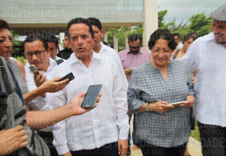 El gobernador fue entrevistado durante una gira de trabajo. (Luis Soto/SIPSE)