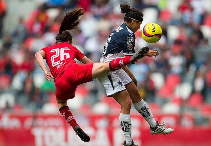 El duelo se celebró en el estadio Nemesio Diez ante cerca de 15 mil aficionados. (Foto: Mexsport).