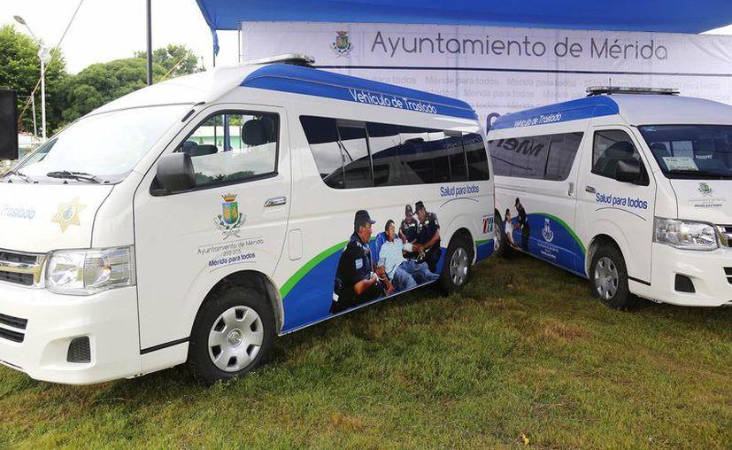Entre otros servicios, la Dirección de Desarrollo Social ofrece atención a comisarías. En la imagen, los vehículos de traslado que se entregaron ayer para habitantes de esas poblaciones. (SIPSE)