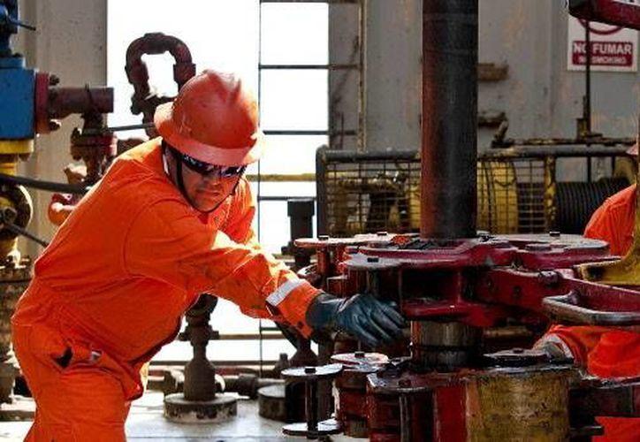 Miles de trabajadores de Pemex están próximo a jubilarse. (olmecadiario.info)