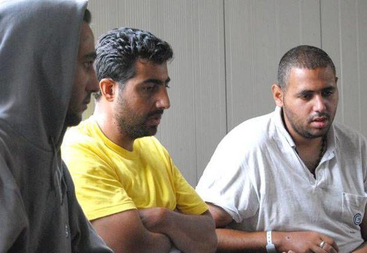 Imagen de algunos de los sobrevivientes del naufragio en el Mediterráneo. (Times of Malta)