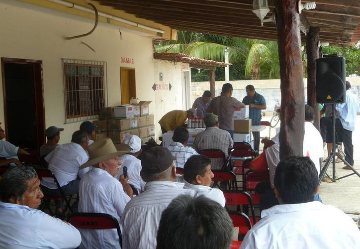 Los beneficios fueron entregados en las oficinas, ubicadas en la calle Javier Rojo Gómez de la colonia centro. (Raúl Balam/SIPSE)