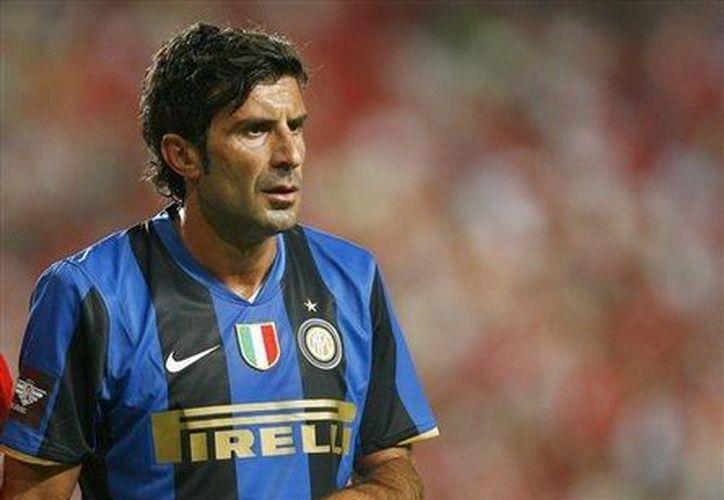 Figo enfundado en la camiseta del Inter de Milán. También jugó en el Real Madrid. (Agencias)