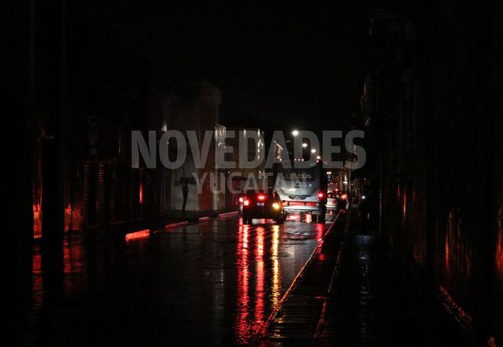 Los comercios se ven obligados a cerrar ante las fallas de energía. (Daniel Sandoval/Novedades Yucatán)