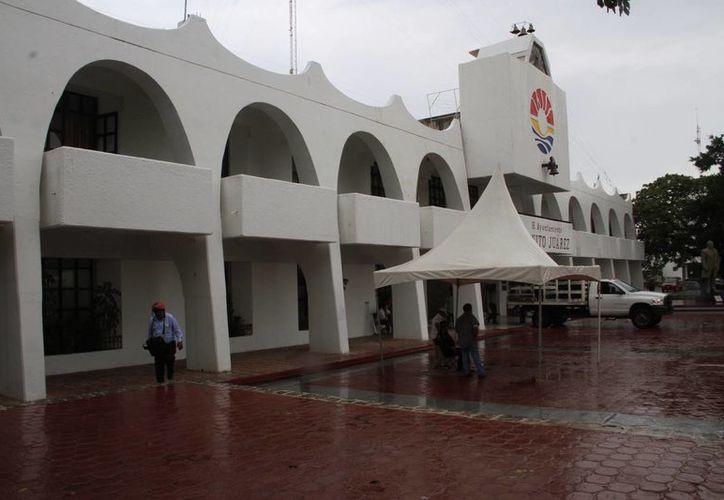 El Ayuntamiento se integra de aproximadamente 21 dependencias. (Tomás Álvarez/SIPSE)