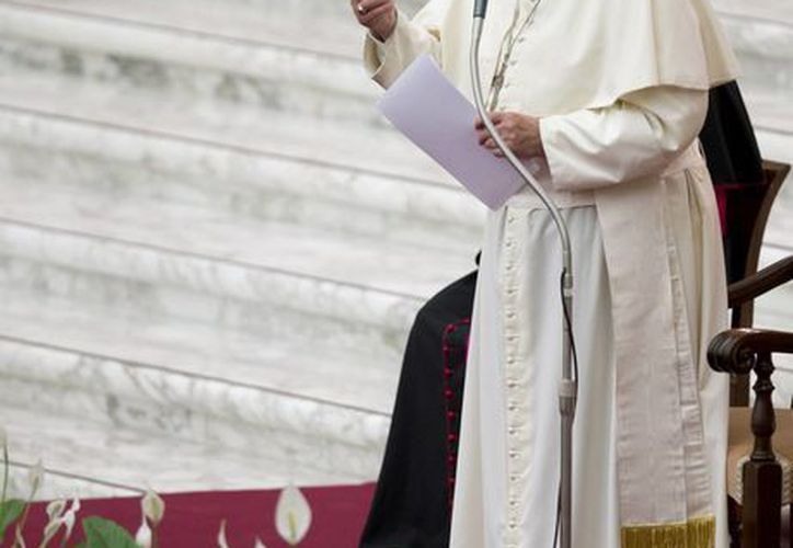 """El Papa Francisco pronuncia discurso en el aula Pablo VI en el Vaticano, en una reunión con participantes de la """"Evangelii Gaudium """", organizado por el Consejo Pontificio para la Nueva Evangelización. Agencias)"""