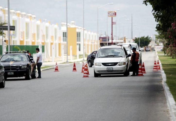 Entre las acciones preventivas para evitar percances viales se han implementado los retenes. (Milenio Novedades)