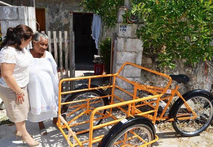 Basilia Panti Pech, fue una de los abuelitas beneficiadas. Recibió un triciclo. (Redacción/SIPSE)